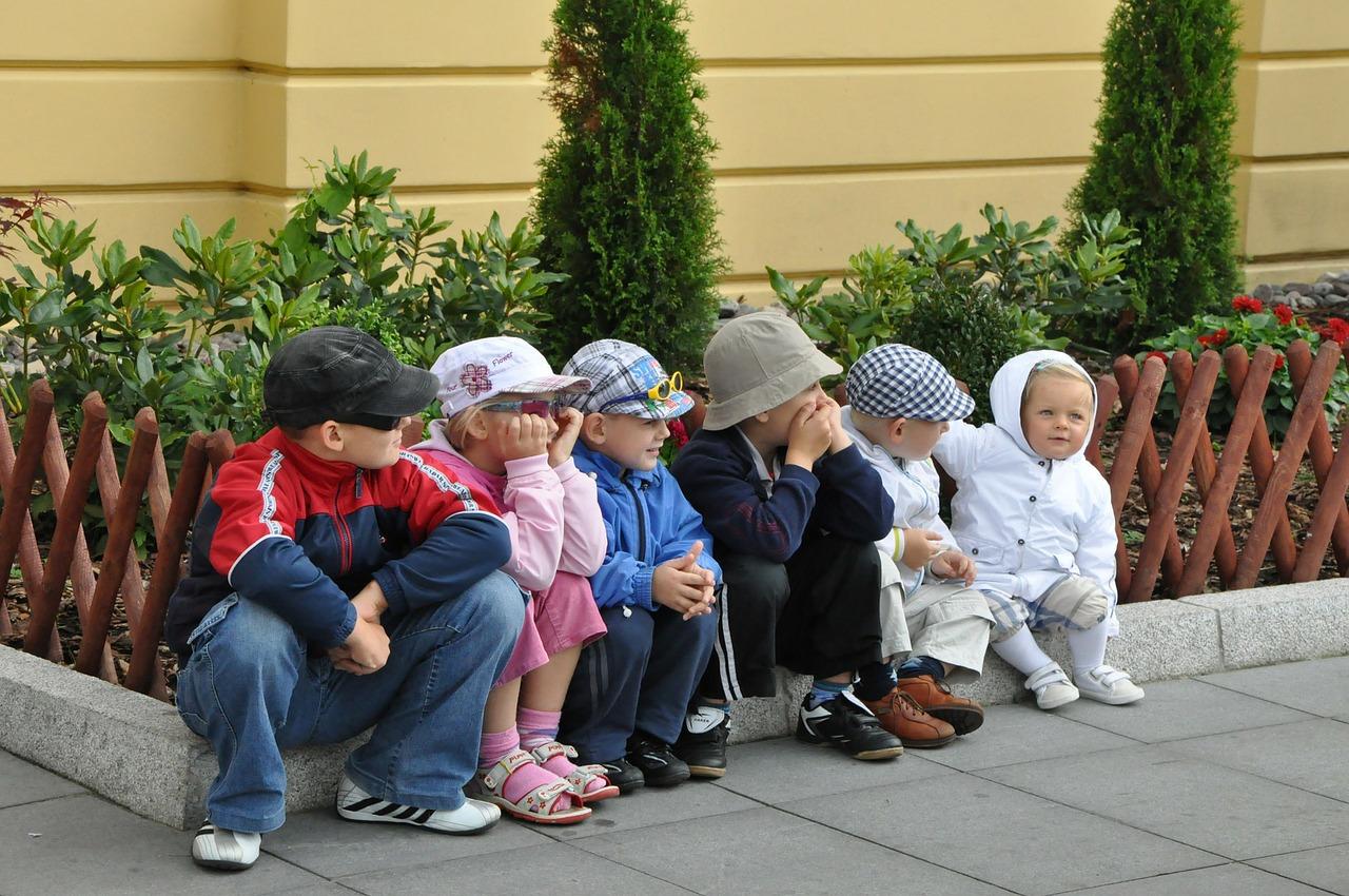 集まる子供たち