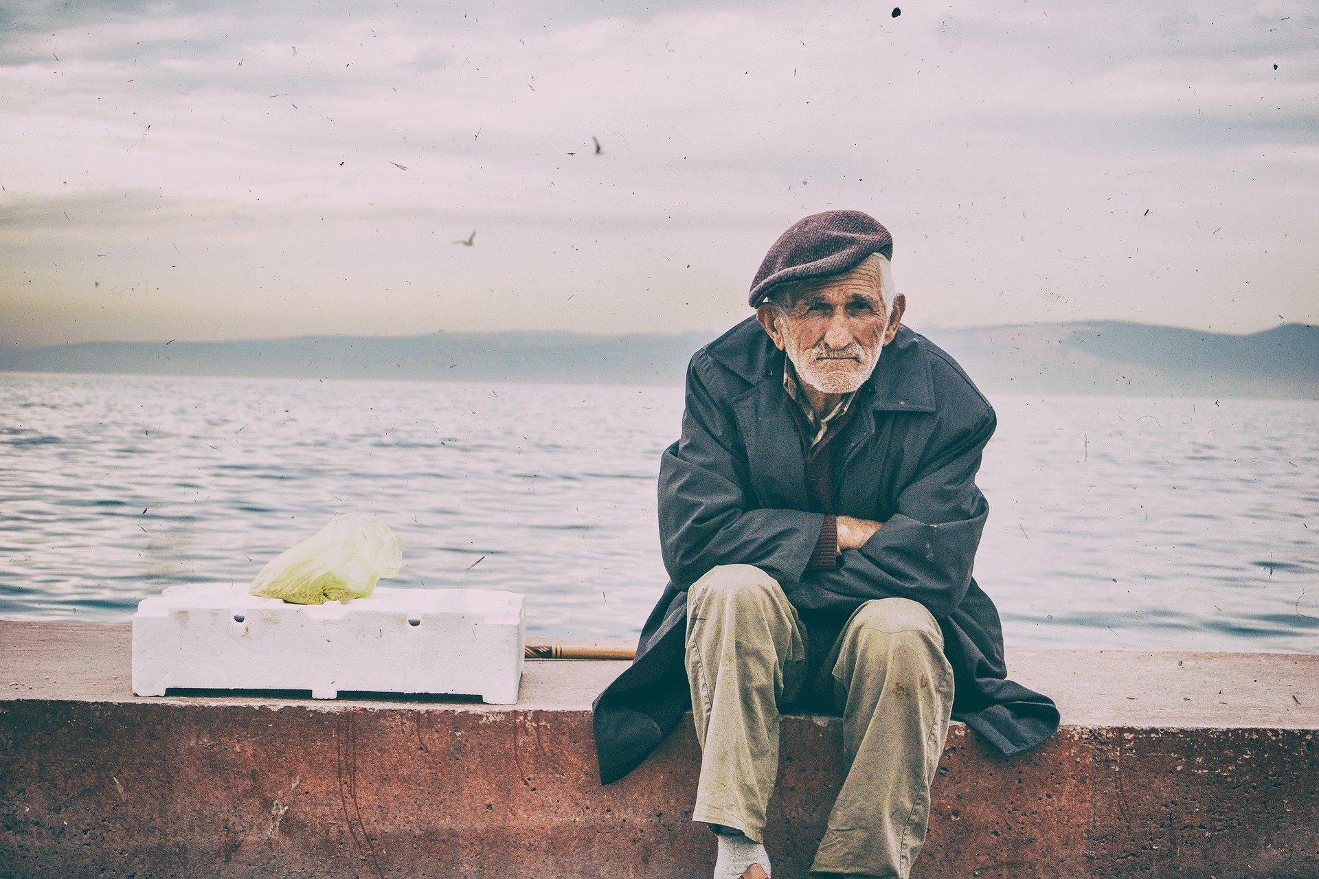 海辺の老人