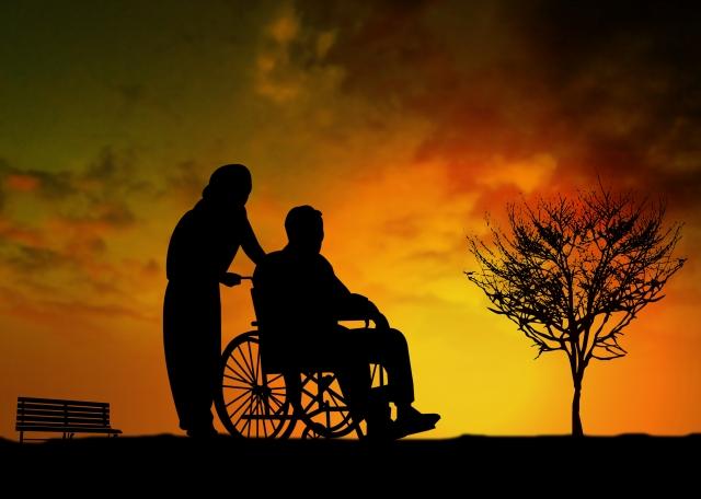 夕陽と車椅子